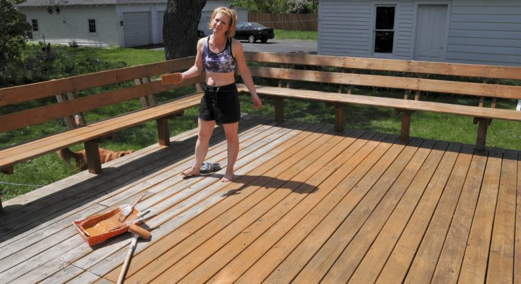 How-To-Apply-Deck-Stain